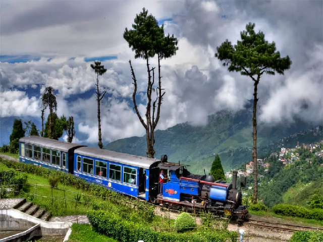 (Darjeeling - the 'Queen of the Himalayas) অবর্ণনীয় শোভায় শোভিত 'হিমালয় রাণী' দার্জিলিং