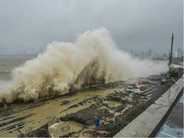 (Cyclone Nivar Update) ঘূর্ণিঝড় নিভার আপডেট: শক্তি হারিয়ে দুর্বল নিভার, এখনো জারি সতর্কতা