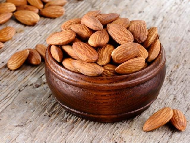 (Health benefits of Almond nuts) প্রতিদিন মাত্র ৩-৪ টি আমন্ড বাদাম, স্বাস্থ্যরক্ষার সাথে সৌন্দর্য রক্ষা