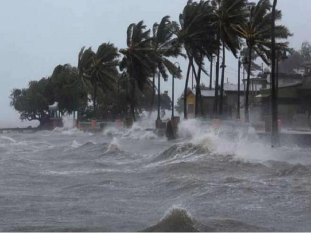 (Cyclone Burevi Update) ঘূর্ণিঝড় বুরেভীর কারণে রাজ্যে সরকারি ছুটি ঘোষণা, জারি রেড অ্যালার্ট