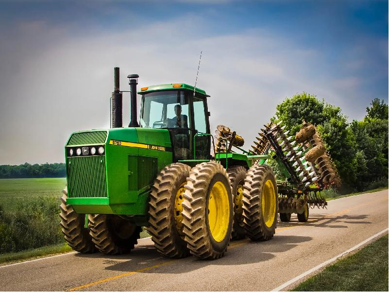কৃষকদের জন্যে সাশ্রয়ী মূল্যে শক্তিশালী ট্রাক্টর নিয়ে এল জন ডিয়ার (Tractor From John Deere)